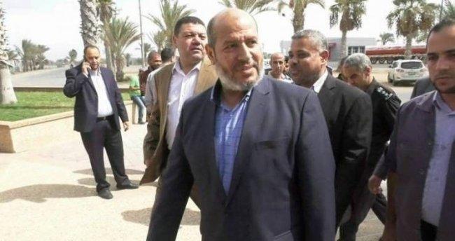 وفد من حركة حماس يغادر معبر رفح متوجهاً إلى الأراضي المصرية -
