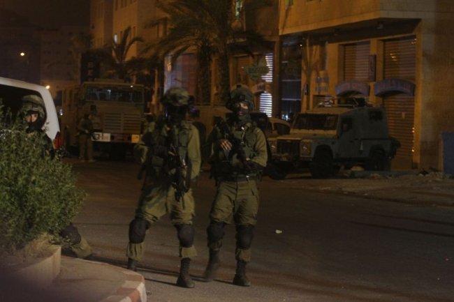 قوات الاحتلال تعتقل فلسطينيين من سلفيت