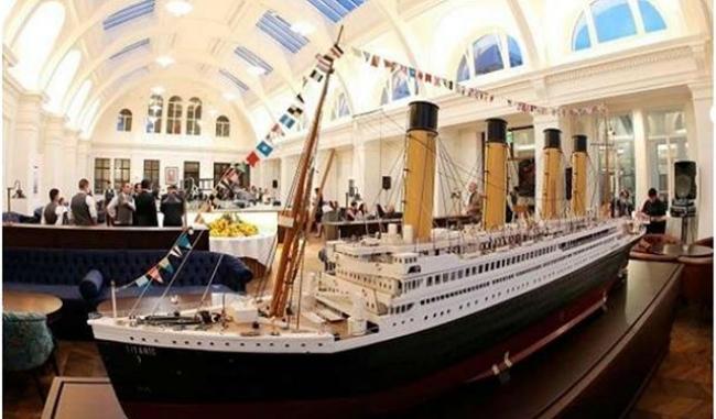 فندق على شكل سفينة التايتانك الشهيرة -