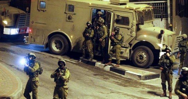 اعتقالات في الضفة بينها قيادي في حماس