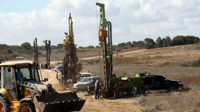 2000 عامل أجنبي لتسريع وتيرة بناء الجدار على حدود غزة -