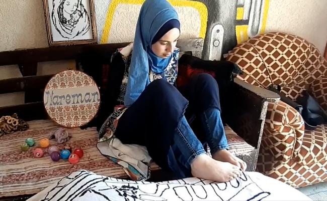 نتيجة بحث الصور عن آية مسعود ترسم بقدميها