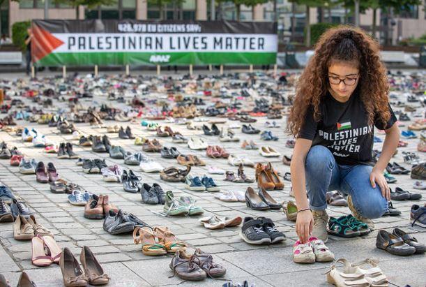 نتيجة بحث الصور عن آلاف الأحذية أمام مقرّ الاتحاد الأوروبي ببروكسل